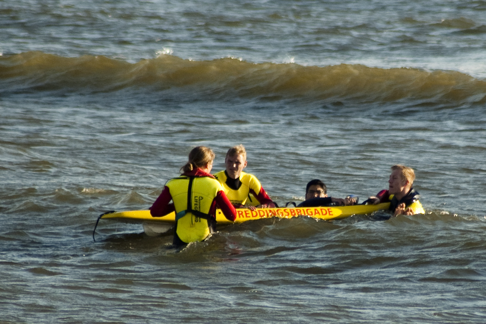 Junior Lifeguard redding met rescueboard Reddingsbrigade IJmuiden (IJRB)